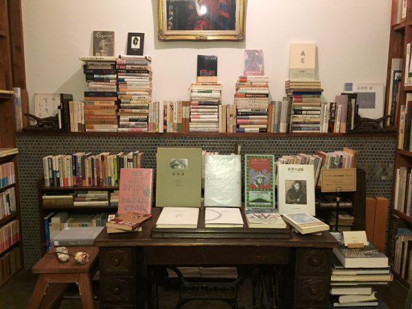 文学書多数入荷、文学コーナーのレイアウトも変わりました